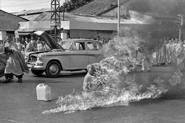 Фотография Брауна с самосожжением Тхить Куанга Дыка