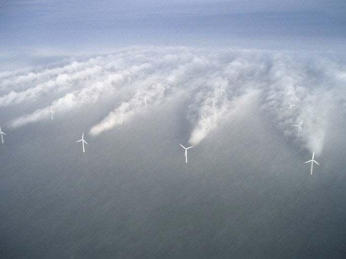 Что случается с ветряными мельницами в тумане