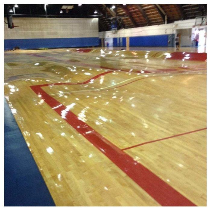Что случается с баскетбольной площадкой, когда прорвало трубы