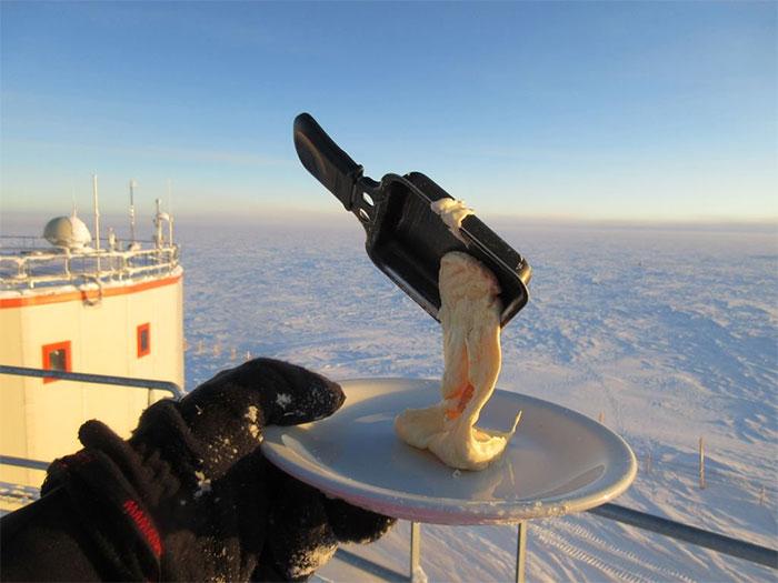 Что случается с едой в Антарктиде при -70°C