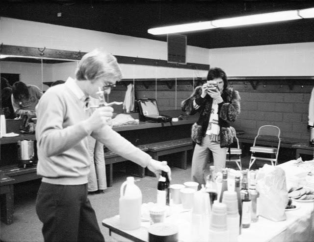 Фредди Меркьюри фотографирует на Polaroid