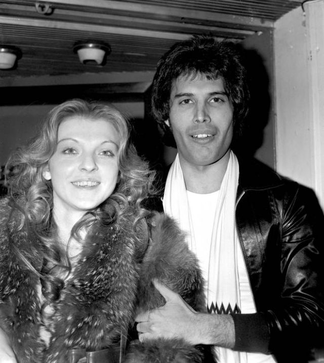 Фредди Меркьюри со своей подругой Мэри Остин