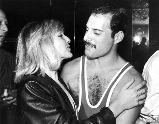 Фредди Меркьюри с Мэри Остин во время празднования 38-го дня рождения Меркьюри