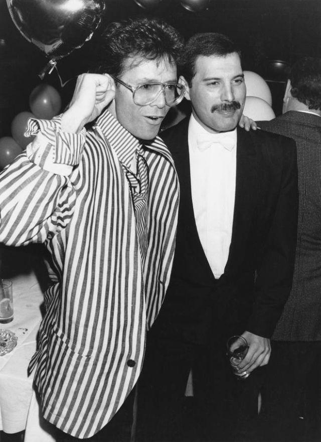 Фредди Меркьюри с Клиффом Ричардом на вечеринке в Лондоне