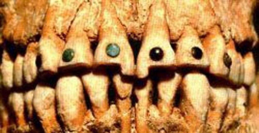 Зубные украшения майя из драгоценных камней