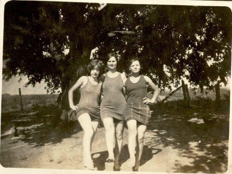 Как выглядели женские купальники в 1920-е годы