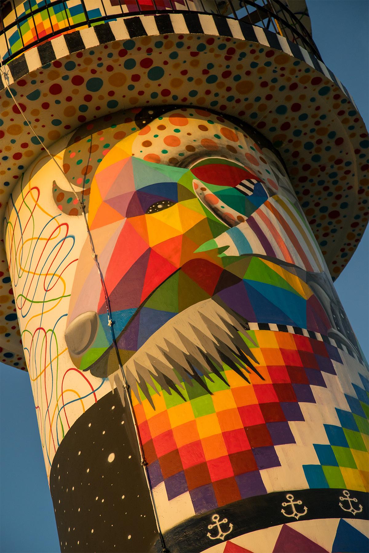 Окуда Сан Мигель превратил скучный маяк в разноцветную картину