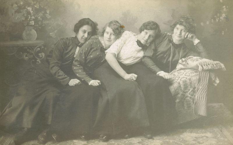 Винтажные фотографии озорных дам викторианской и эдвардианской эпох