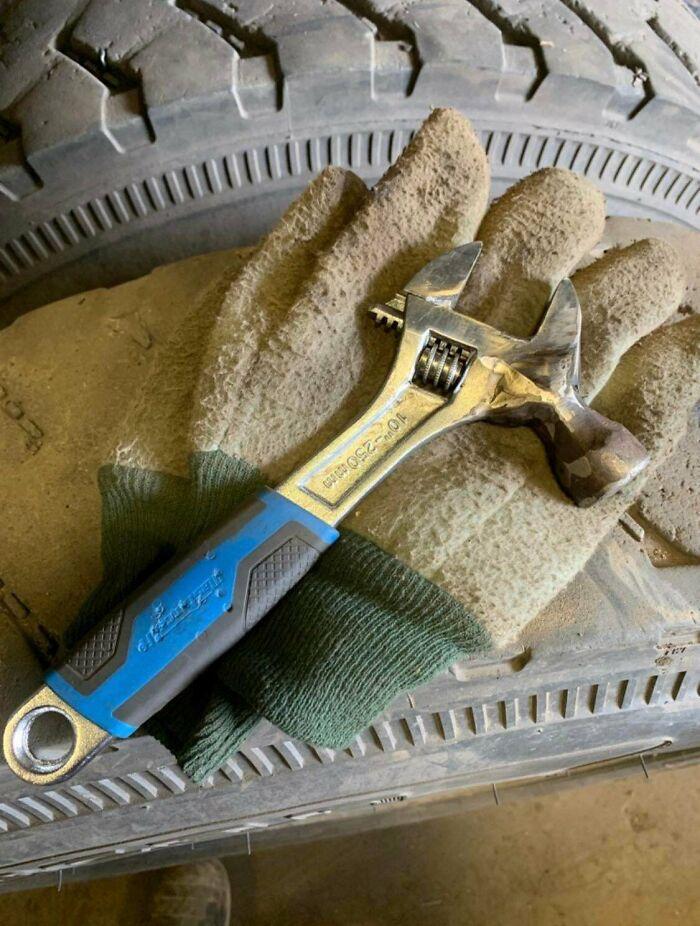 «Я не умею пользоваться инструментами и иногда использовала гаечный ключ вместо молотка. Мой муж немного научился сварке и сделал мне это»