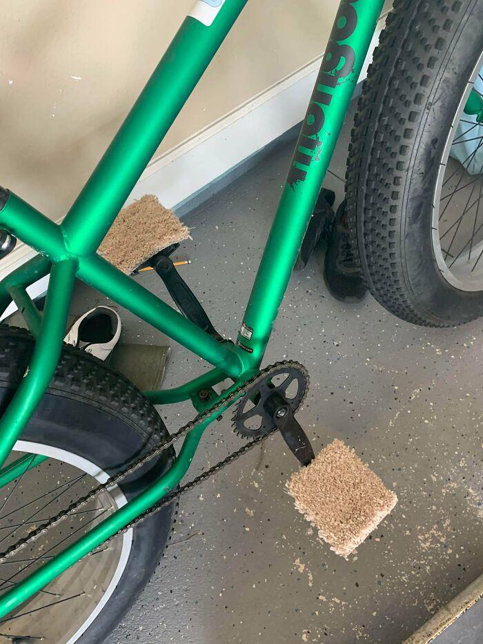 «Мой 12-летний сын модифицировал свой велосипед для езды босиком»