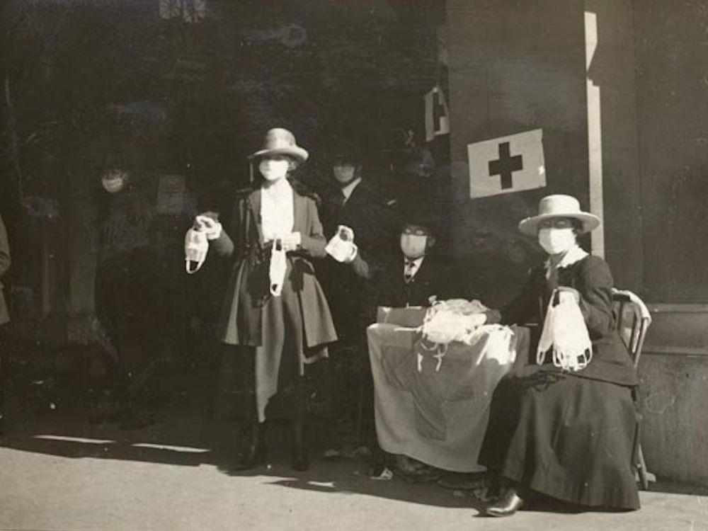 Добровольцы Красного Креста выполняют свой гражданский долг на улицах Сан-Франциско