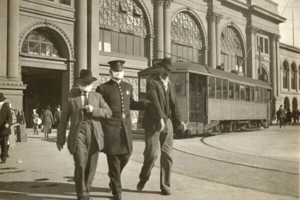 Надевайте маску или отправляйтесь в тюрьму: как арестовывали людей в Сан-Франциско во время пандемии гриппа 1918 года