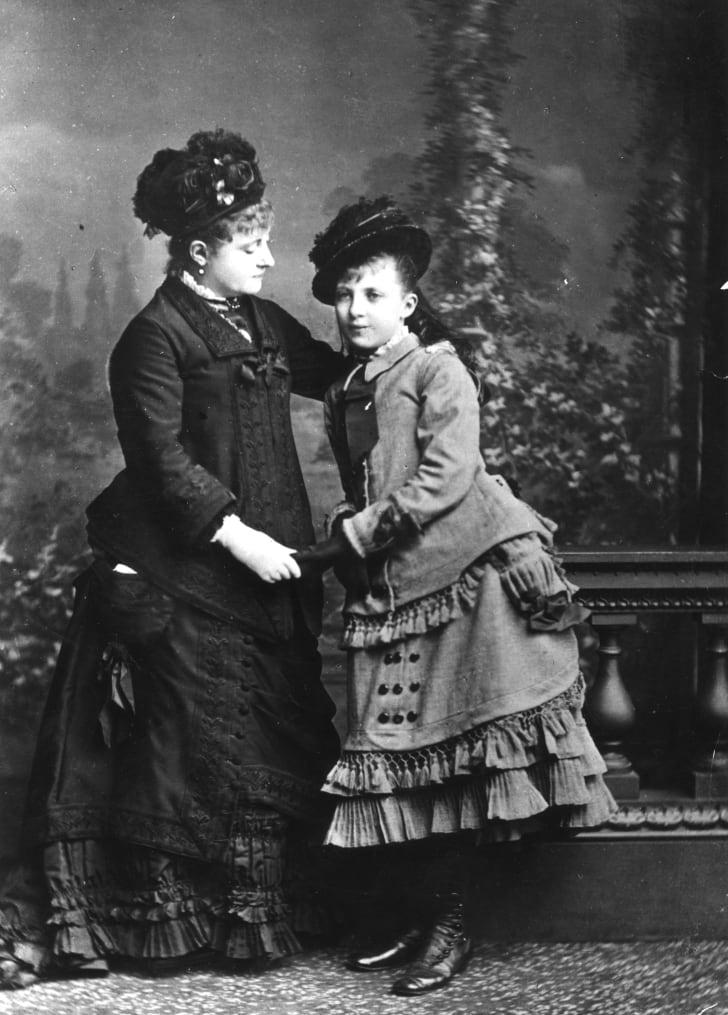 1876 год: мать и дочь-подросток