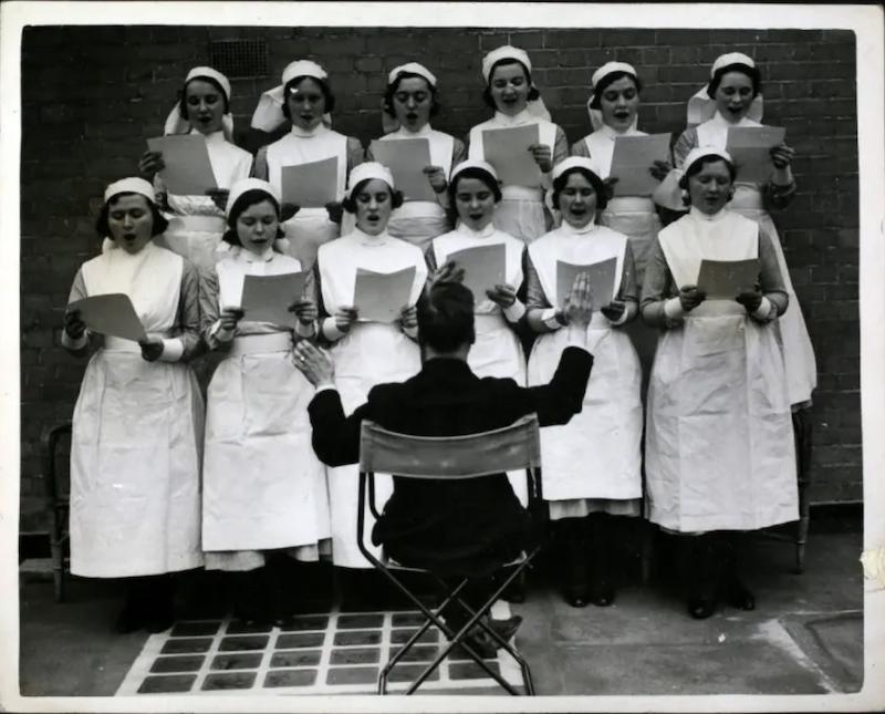 Медсёстры в кепках
