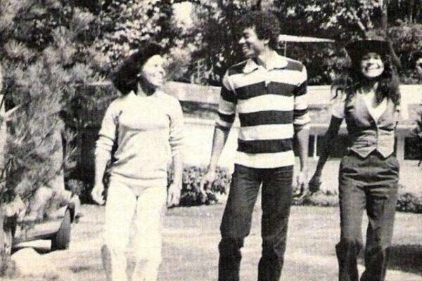Редкие фотографии Майкла Джексона с сёстрами в 1979 году