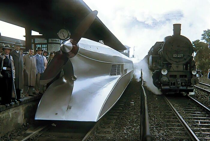 Рельсовый Цеппелин и скоростной поезд на паровой тяге