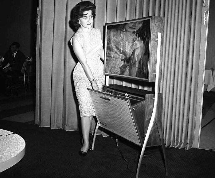 Телевизор с тонким экраном
