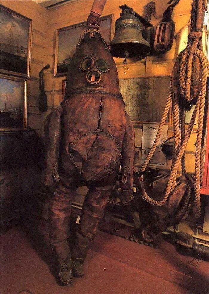 Самый старый в мире водолазный костюм