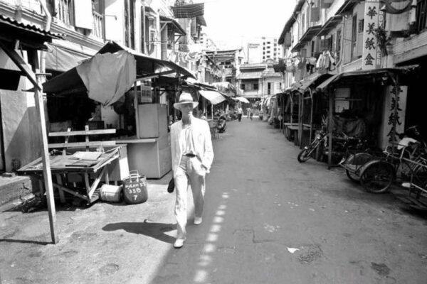 Редкие фотографии Дэвида Боуи, гуляющего по Сингапуру в 1983 году