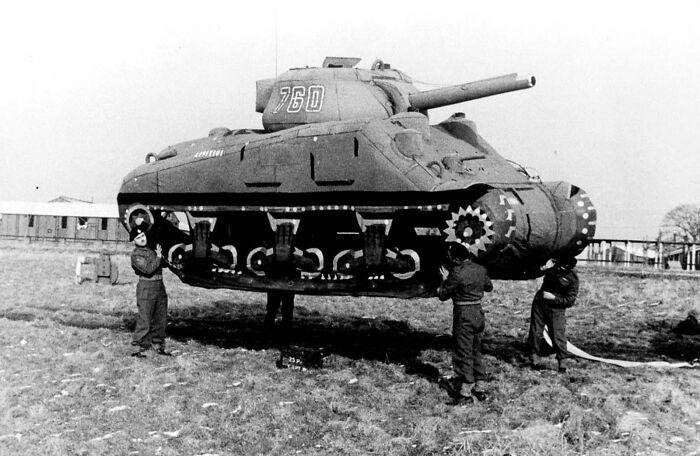 Британцы во Второй мировой войне использовали надувные манекены танков