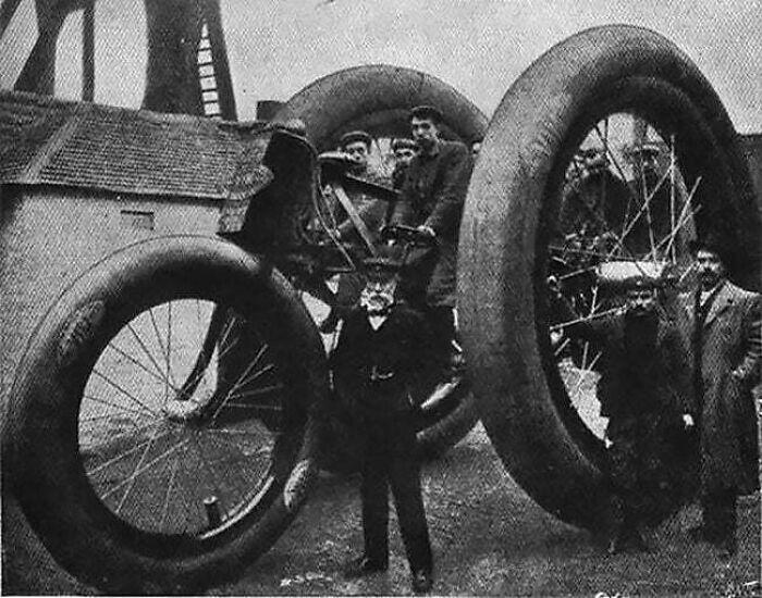 Гигантский трёхколесный велосипед