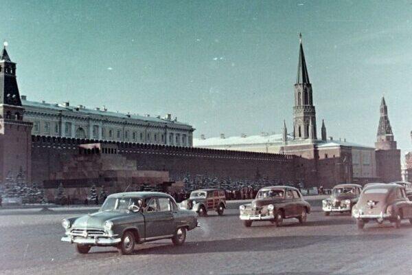 Красивые цветные снимки Москвы и Санкт-Петербурга 1958 года