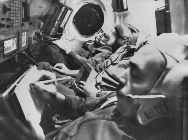 Космонавты Георгий Добровольский, Владислав Волков и Виктор Пацаев на космическом корабле «Союз-11» в июне 1971 года