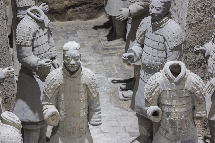 Терракотовые воины внутри мавзолея Цинь Шихуанди