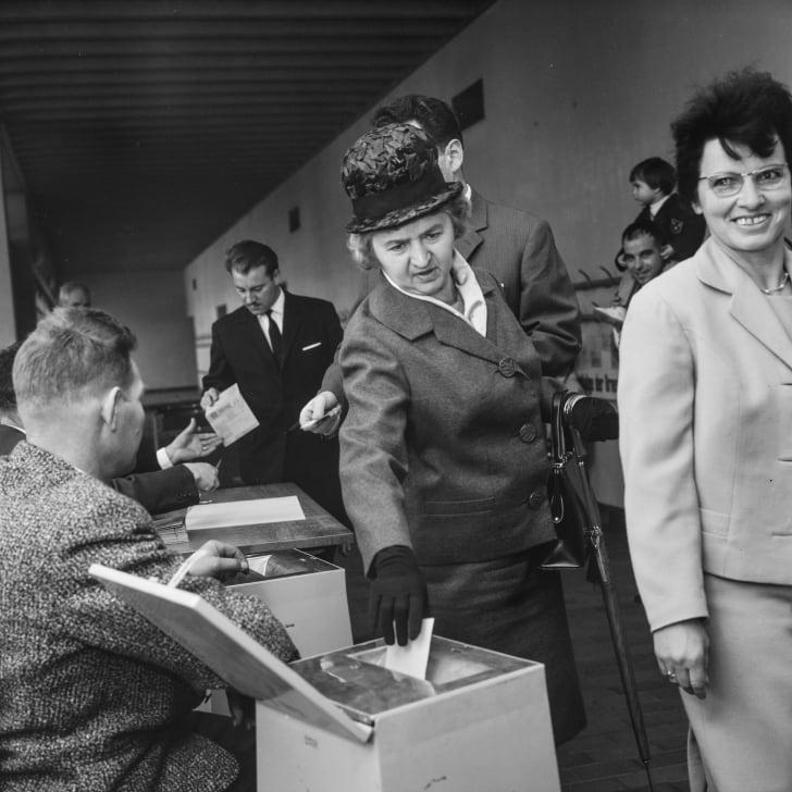 Швейцарские женщины получили право голоса