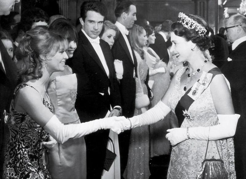 Королева Елизавета II, Джули Кристи и Уоррен Битти, 1966 год