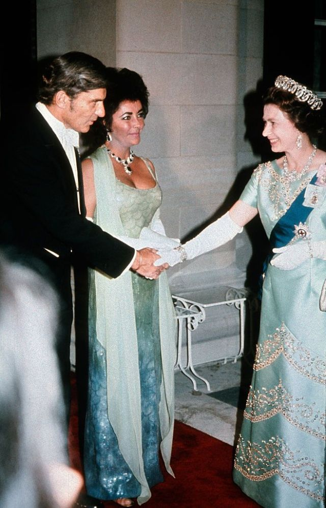 Королева Елизавета II, Элизабет Тейлор и муж Джон Уорнер, 1976 год