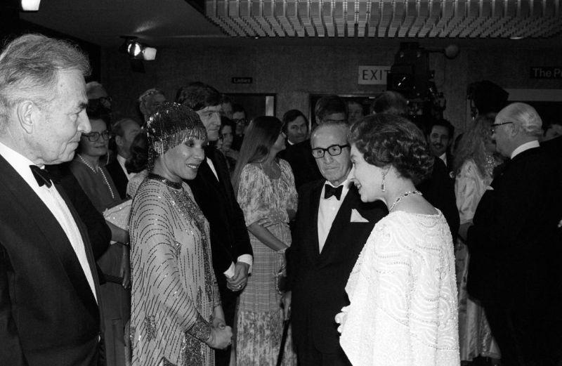 Королева Елизавета II и Ширли Бэсси, 1978 год