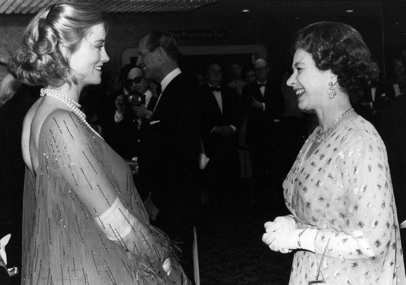 Королева Елизавета II и Сибилл Шеперд, 1979 год