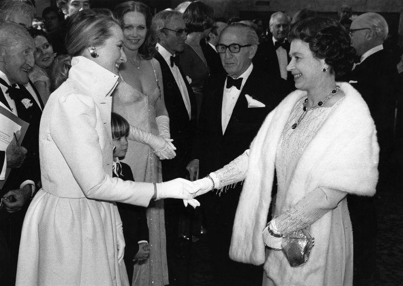 Королева Елизавета II и Мерил Стрип, 1980 год