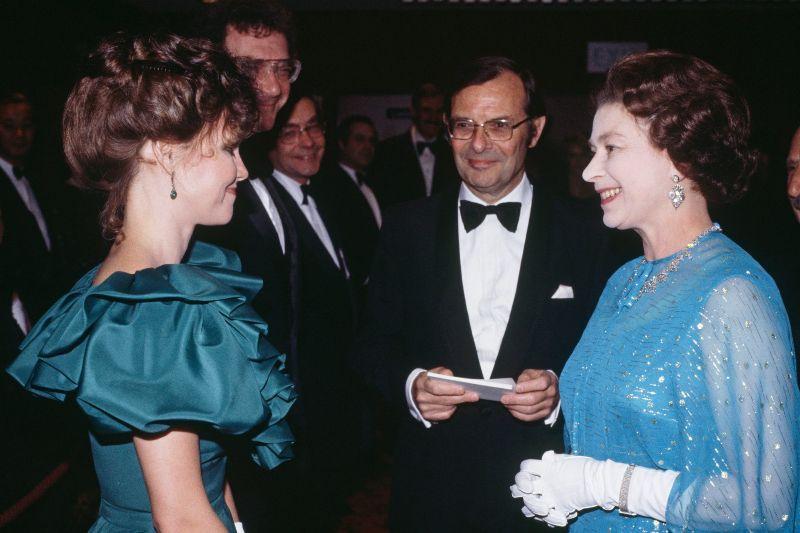 Королева Елизавета II и Салли Филд, 1982 год