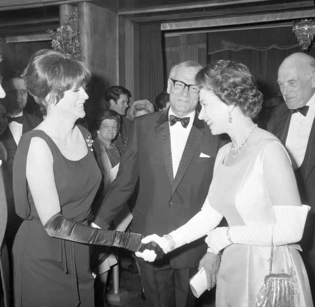 Королева Елизавета II, Мэгги Смит и сэр Лоуренс Оливье, 1966 год