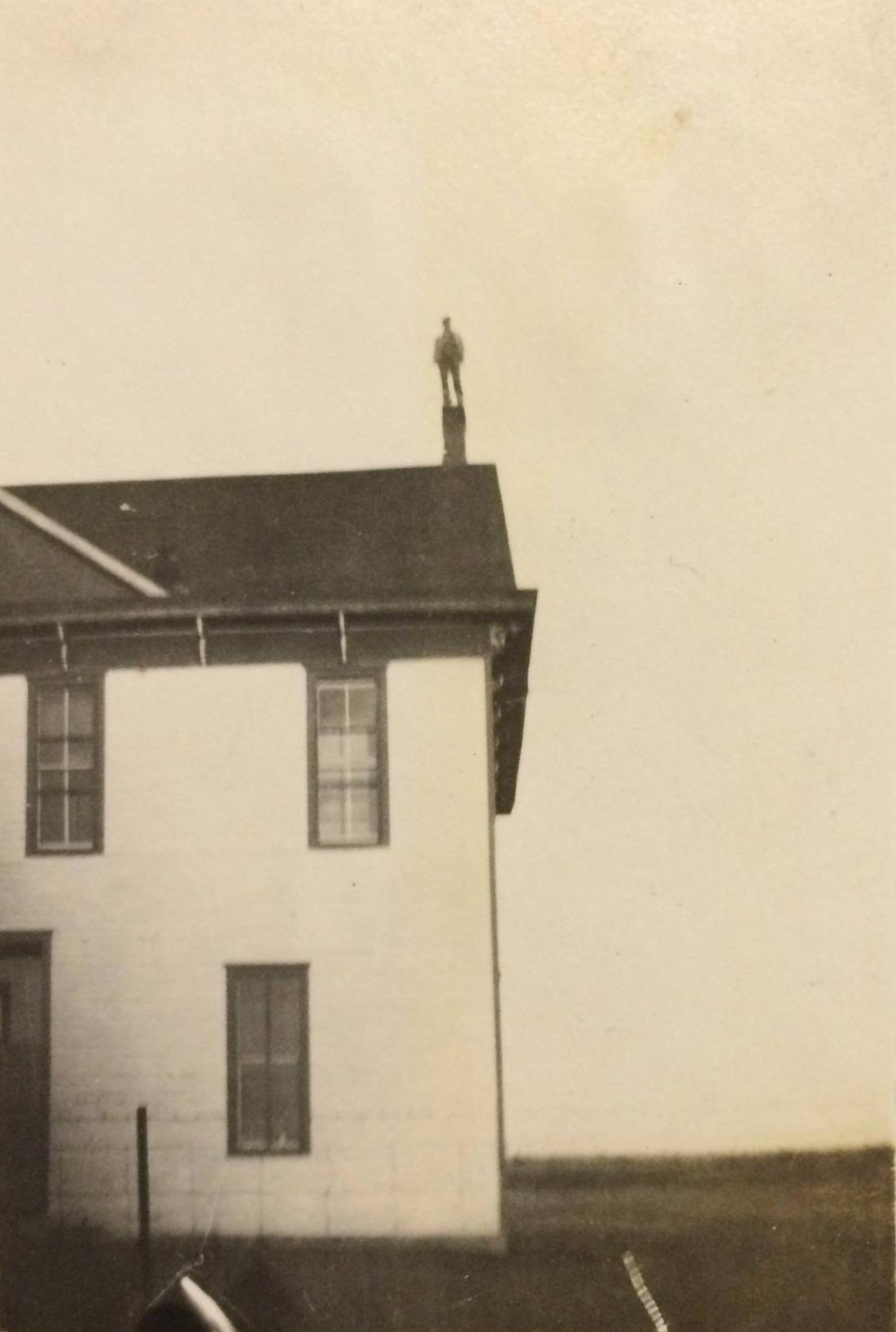Винтажные фотографии людей, выполняющих опасные трюки на большой высоте