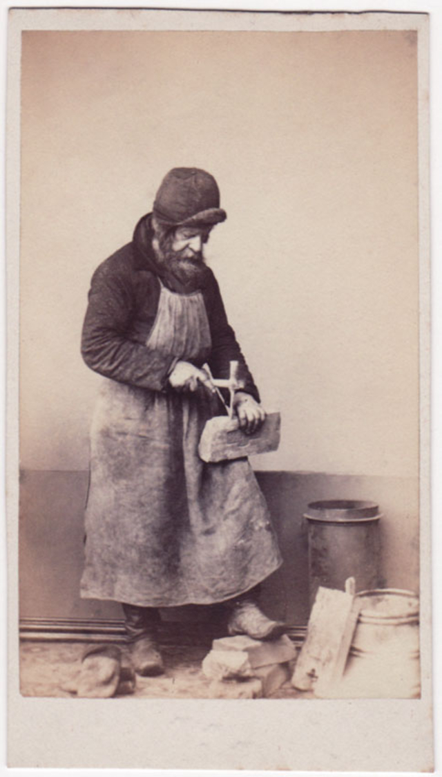 Каменщик. Неизвестный фотограф