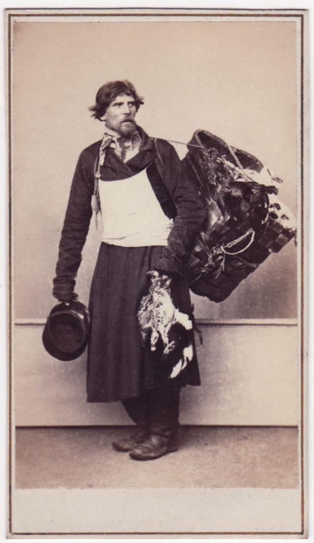 Продавец игрушек. Фотограф: Альфред Лоренс