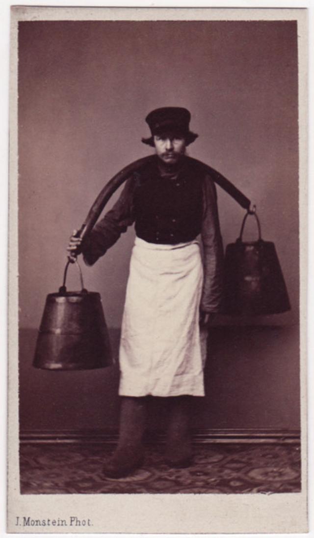 Носильщик воды. Фотограф: Дж. Монштейн