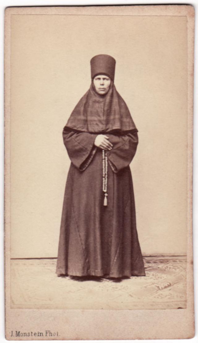 Монахиня. Фотограф: Дж. Монштейн