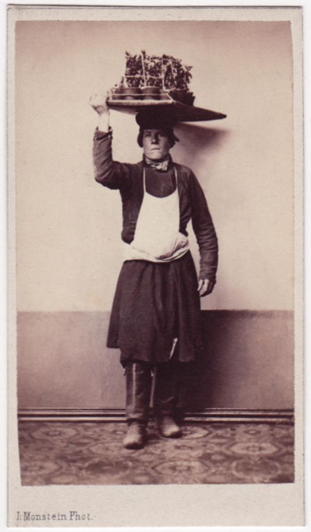 Продавец цветов. Фотограф: Дж. Монштейн