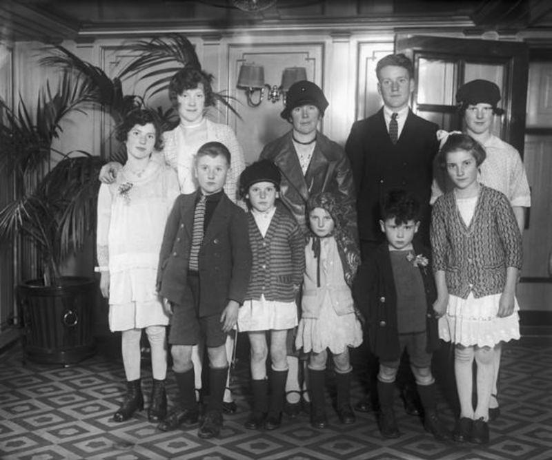 Винтажные фотографии больших семей иммигрантов в США начала 20 века