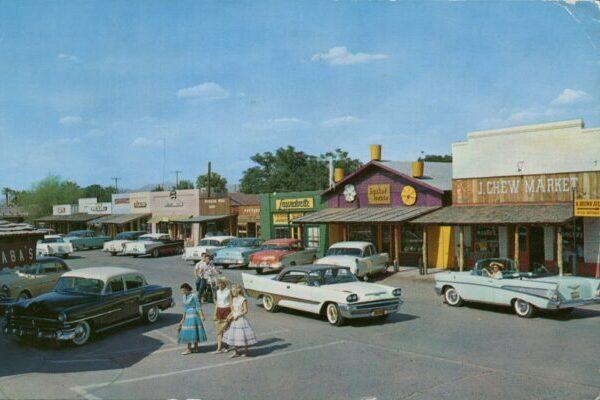 Уличные пейзажи США 1960-х годов на цветных открытках с реальными снимками