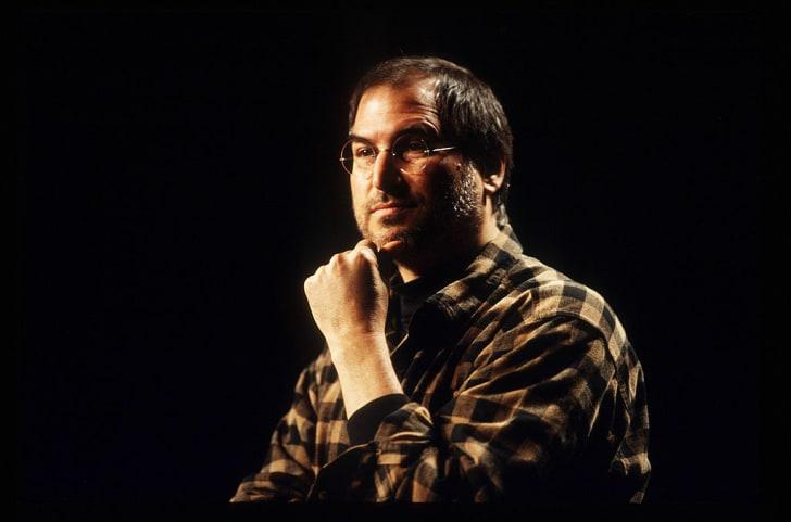 Стив Джобс выступает с докладом на конференции Cause Conference в Сиэтле, США, в 1998 году