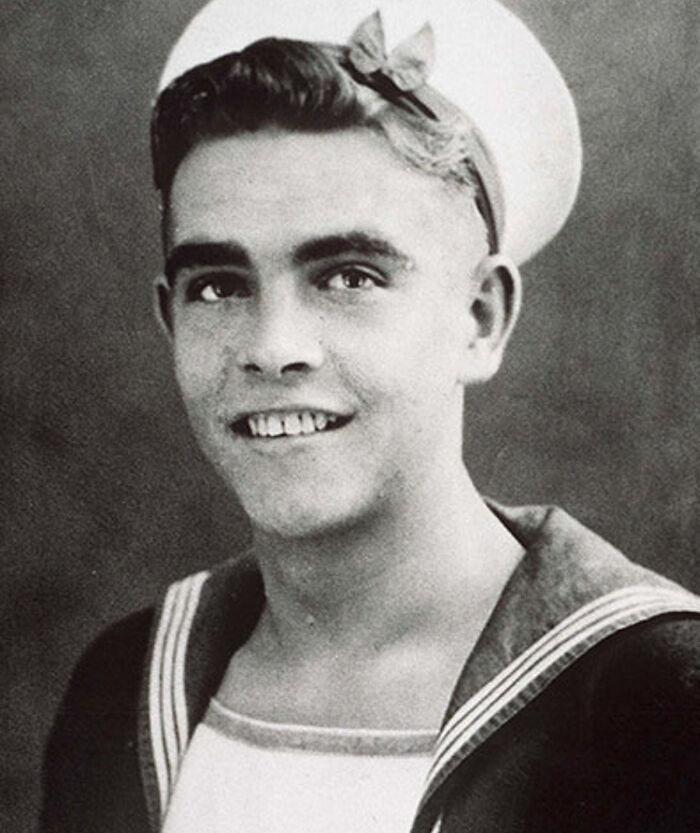 Шон Коннери во время службы в Королевском флоте, 1946 год