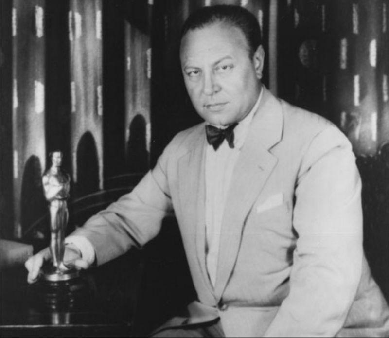 Немецкий актер Эмиль Яннингс получил награду в категории «Лучшая мужская роль» за роли в фильмах «Последний приказ» и «Путь всякой плоти», 1929 год