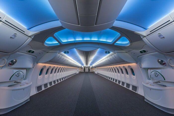 Пустой Boeing 787 выглядит как космический корабль