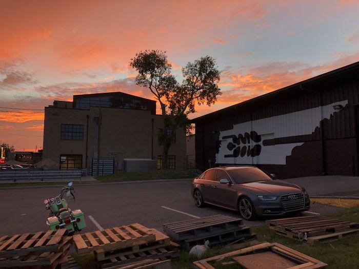 Фотография заката выглядит как скриншот из GTA