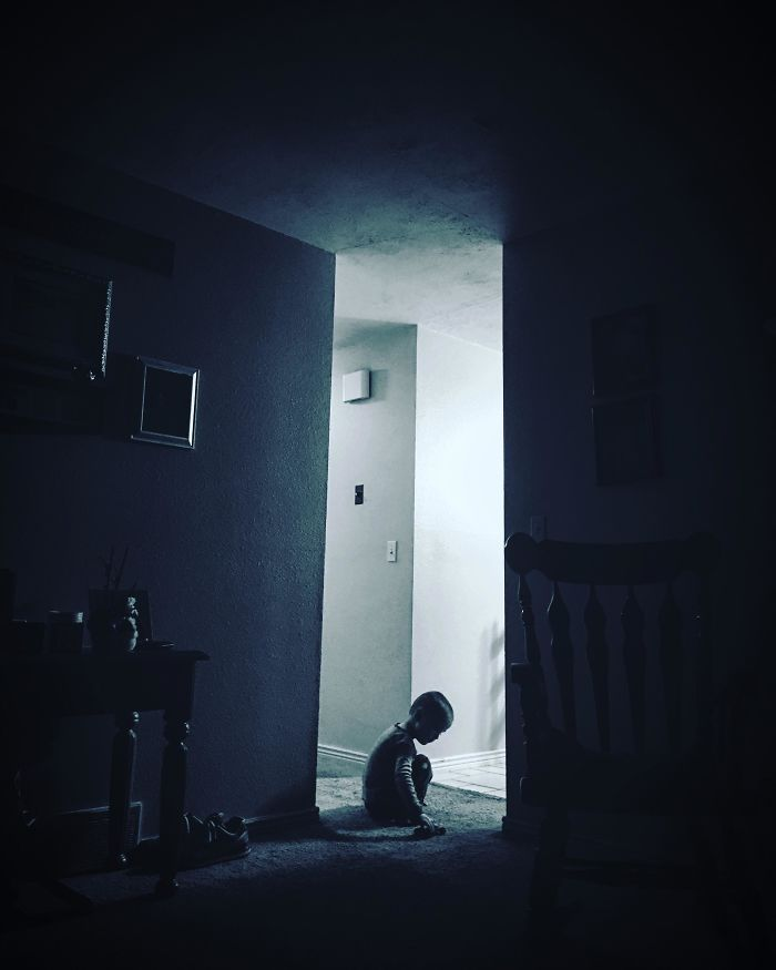 «Это фото моего сына похоже на постер фильма ужасов»